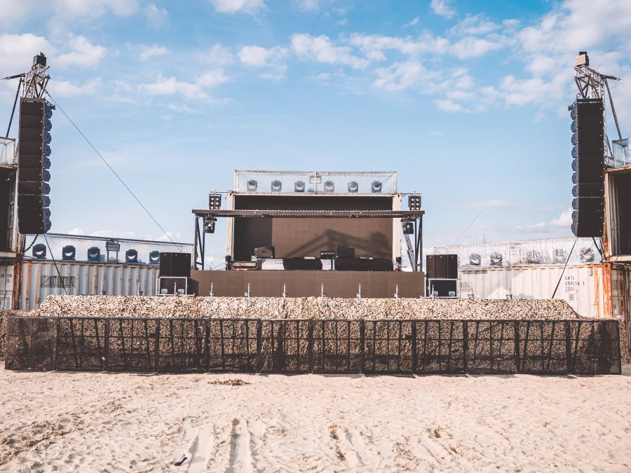 Throwing Great Shapes – ENTEC chooses CODA Audio AiRAY for Desert Valley Stage at Parookaville…
